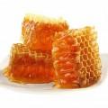 Полезные вещества, содержащиеся в сотах с мёдом