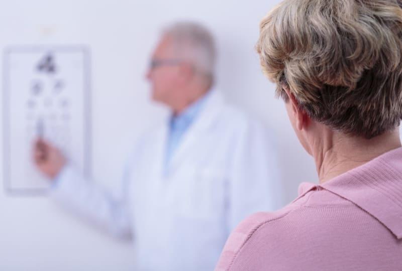 Помощь офтальмолога